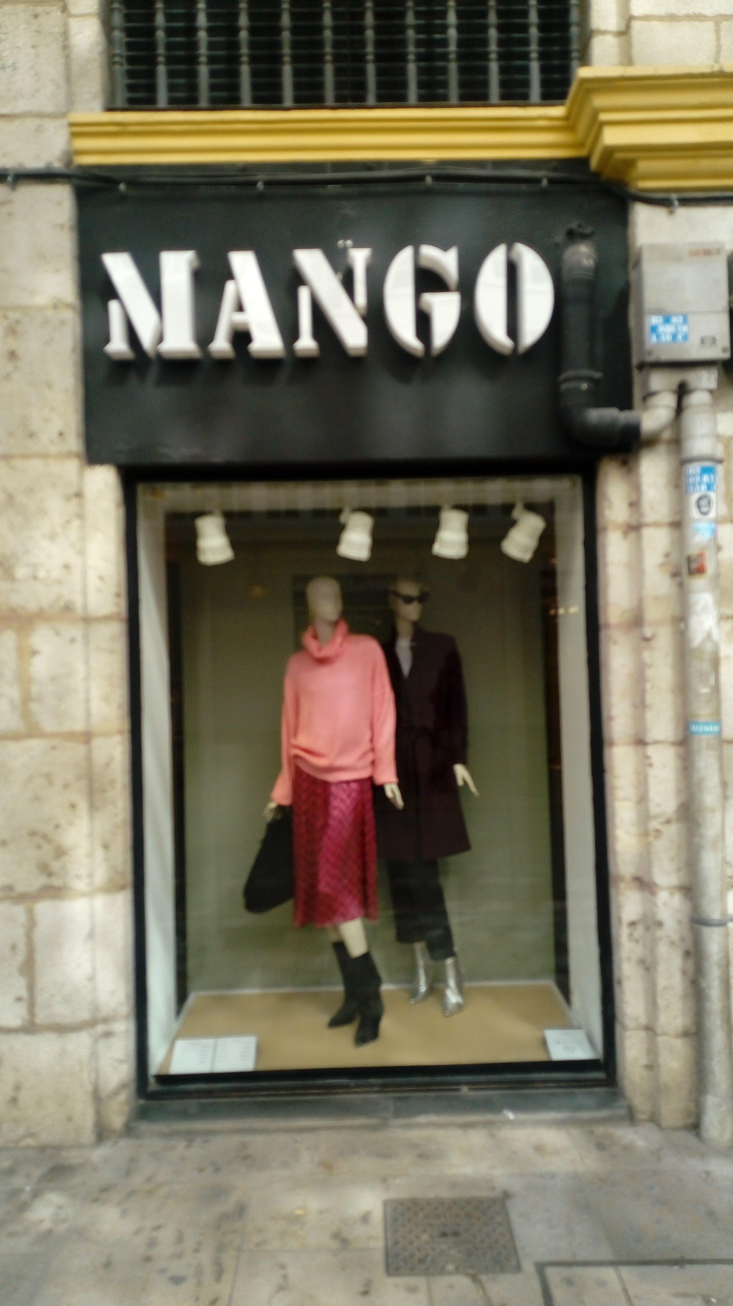 9d1d501365c Mango : Calle Santander 11. Moda